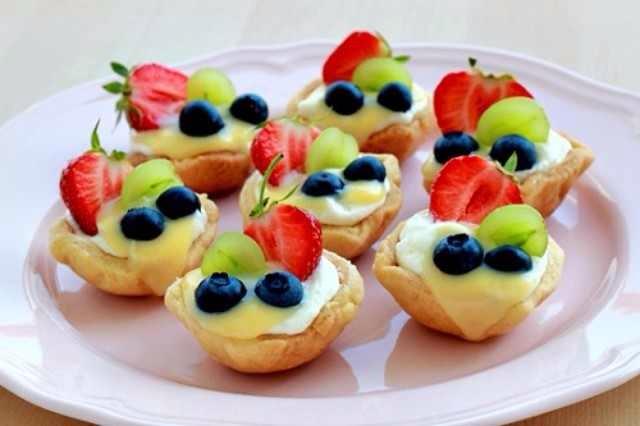 Bánh tart kem phô mai hoa quảmini